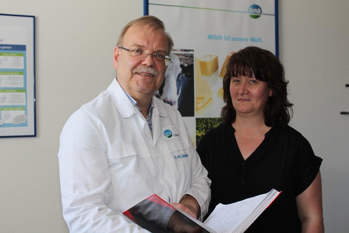 DMK Werksleiter H. M. Lohmann und Qualitätsbeauftragte Mandy Kriesen